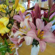 Лилии чудесный аромат...