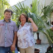 Сотрудник СибБС, к.б.н. А.С. Прокопьев с увлеченным цветоводом Г.Г. Ольшуковой
